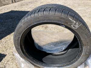 4 pneus d'été à vendre en excellente condition