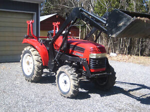 35 HP Jinma 354 Tractor, 4WD, Mint Condition, with Loader