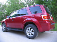 2008 Ford Escape SUV AWD -LOW KM LEATHER E-TEST & SAFETY