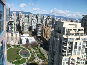 CLEAN FURNISHED STUDIO - AMAZING 30TH FLOOR VIEWS - YALETOWN