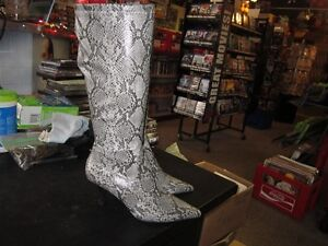 Ladies Tall Snake Skin Print Boots Size 7 With A 2.5 Inch Heel