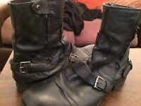 Men's size 11 biker goth black buckled Chelsea boots