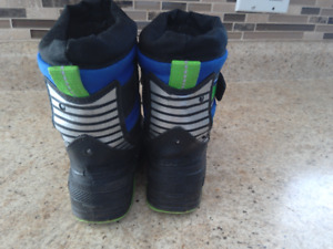 Size 8 toddler boys snow boots/winter boots