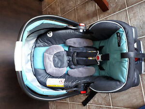 Click connect car seat and base graco