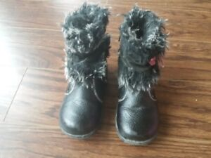 Size 9 toddlers lightly lined zippered boots