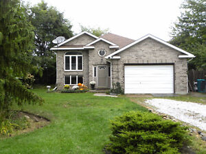 4 bedroom on almost 1 acre of privacy, country location