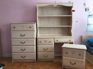 Adorable girl's bedroom set from elementary to high school!