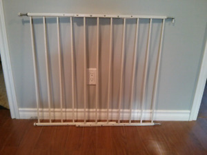 Kidco safety gate wall mounted