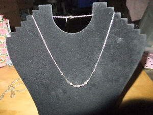 Vintage Pre-Owned Like New AVON Necklace gold tone w/ perles