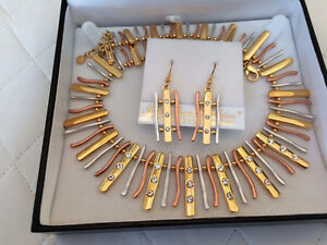 Fifth Avenue  – Lady of the Nile Necklace and Earrings (New)