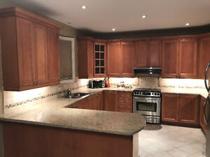 """""""Immaculate Maple Kitchen Cabinets Granite Counter A+"""
