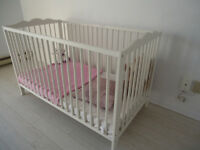 Lit pour bébé Ikea HENSVIK**DISPONIBLE FIN OCTOBRE**