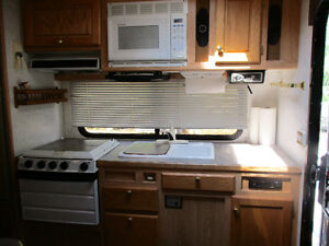 2003 Bigfoot camper/2005 Ford F350 package Strathcona County Edmonton Area image 7