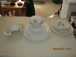Royal Doulton Set of Dishes 36 Pieces D5477 discontinued pattern