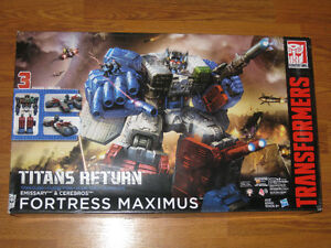Transformers Fortress Maximus Titans Return Playset NEW
