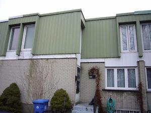 Jolie maison de ville Brossard, 4 chambres à l'étage