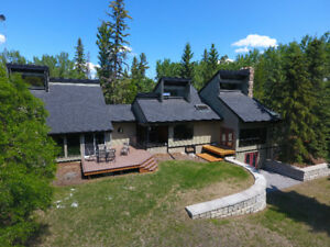 Fabulous 6 Bed, Architecturally Designed Home on 6.27 Acres!