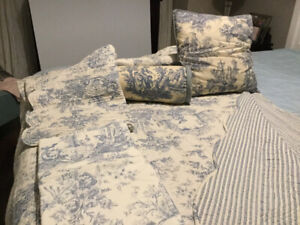 Queen quilt with matching shams