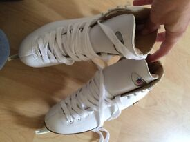Riedell Ice Skates size 3 (NEW)