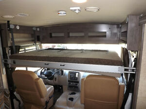 2017 Winnebago Sunstar LX 30T - 3 Slideouts, Full Body Paint London Ontario image 6