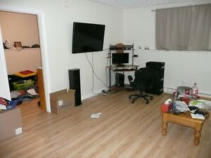 Close to Elementary 2 Bdr $800 includ Utilities Avail May 1