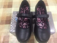 School girls black shoes sz.3 brand new