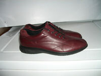 """"" E C C O """" -- lady's / in excellent condition -- size 8.5 US"