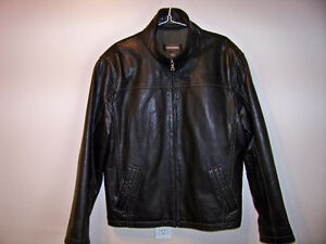 LEATHER JACKET MINT ***NOW FIRST $100 GETS IT***