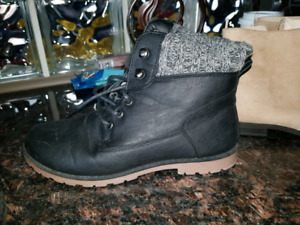 Ladies Boots. Great condition. $10