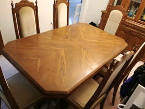 Vintage style dining table with 6 chairs