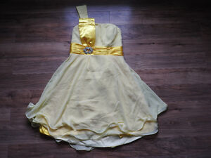 NEVER WORN yellow dress (size large) selling less than cost!