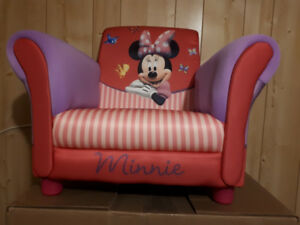 Minnie mouse upholstered chair