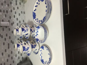 Gibson Larkspar White and blue flowers plates and mugs