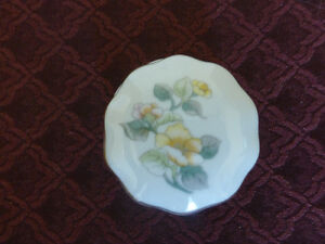 Round Porcelain jewellery/ring container- yellow flora design