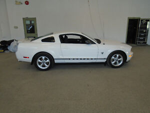 2009 FORD MUSTANG V6! AUTO! 77,000KMS! 1 OWNER! ONLY $12,900!!!!