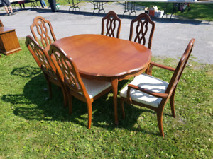 Gorgeous Diningroom Table Set with Matching China Cabinet