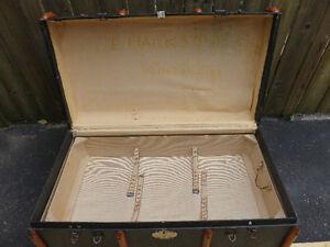 Antique trunk with wood trim. Gatineau Ottawa / Gatineau Area image 3