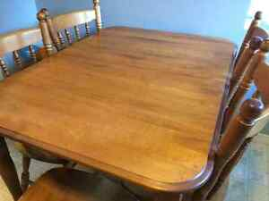 Dining Table 6 Chairs with Extendable Leaf $200 OBO