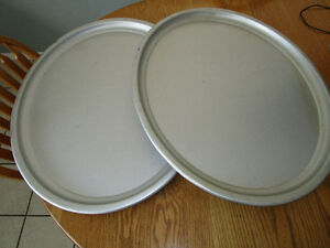 TWO WEAREVER LARGE ALUMINUM OVAL SERVING TRAYS