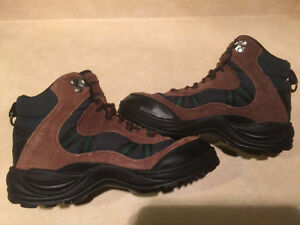 Women's Cedar Ridge Hiking Boots Size 6 London Ontario image 6