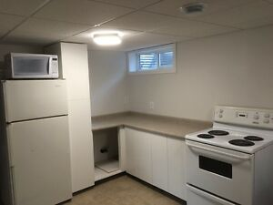 2 bed basement suite on Cumberland  steps to uofs ruh 8th