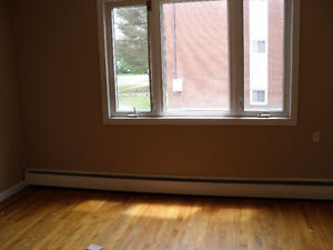 3 bed. apt. $950/month all  incl, ask about out Sept PROMO