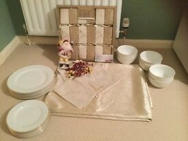 6 Place gold rimmed dinner service. 175/230 cm gold embroidered table cloth /6 napkins