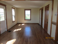 4 Bedroom Farm House for Rent on Wolfe Island with/without barn
