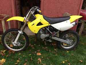 RM-85 Suzuki 2-stroke DIRT BIKE fast pit bike Kitchener / Waterloo Kitchener Area image 3