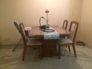 TABLE for sale & FREE chairs  Windsor Region Ontario image 1
