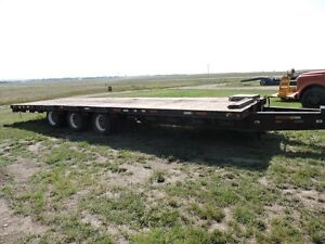 NORTH STAR 30 FOOT TRI-AXLE DUALLY EQUPMENT TRAILER