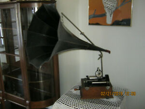 Thomas Edison cylinder phono graph with horn