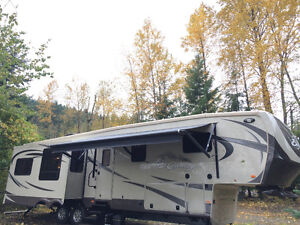 2013 Big Country 40ft 5th wheel in excellent condition!