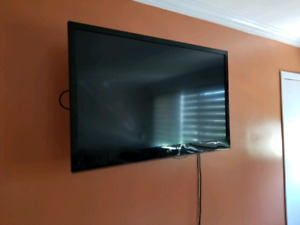 "TV .LG 47 "" DEL 120 HZ + Table alluminum"